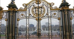 mau-cong-nha-5903807-the-beautiful-and-huge-gate-of-the-buckingham-palace